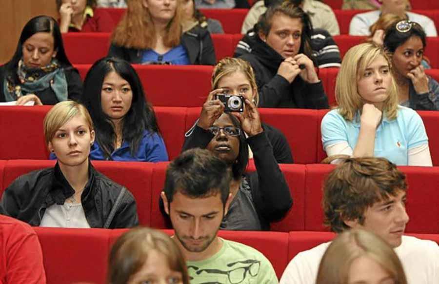 estudiantes extranjeros estudiando
